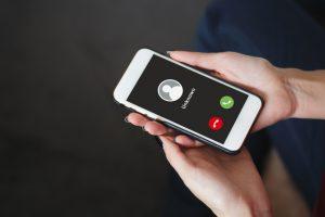 配偶者の不倫疑惑、携帯電話番号調査で判明できる?